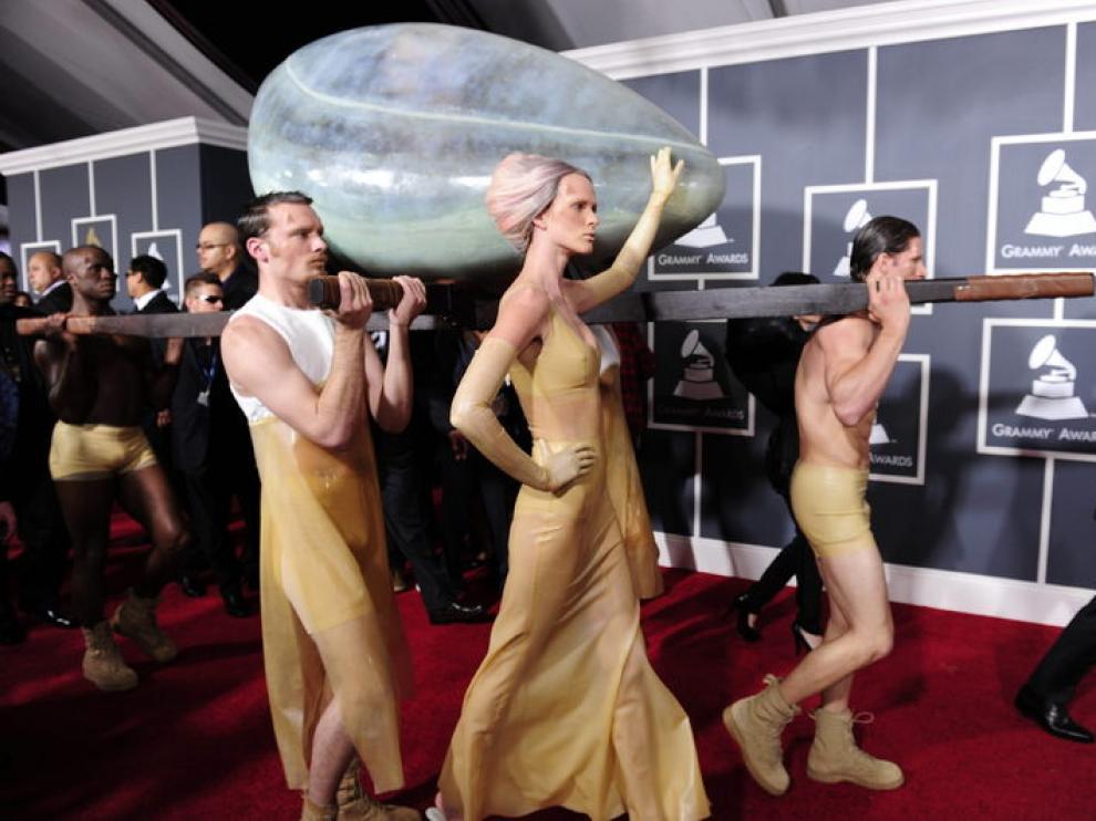 Lady Gaga llegó en un huevo