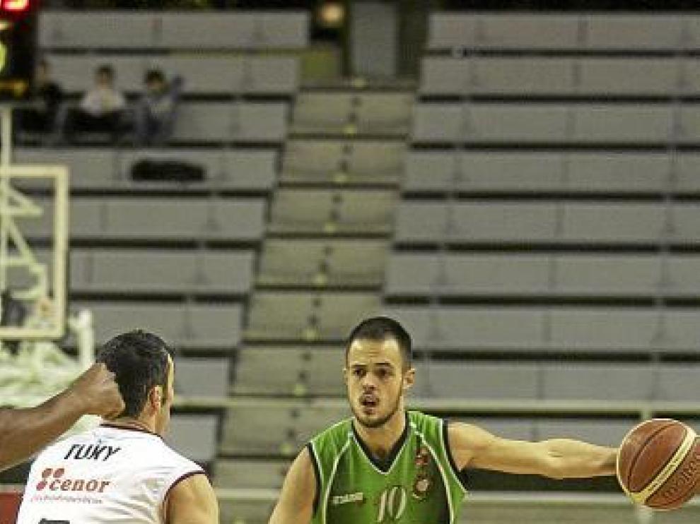 Asier Zengotitabengoa, durante el duelo con el Obradoiro.