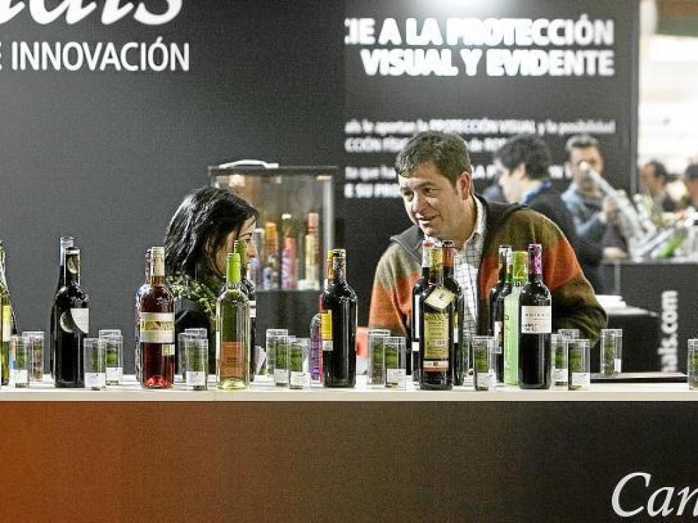 Unos de los expositores que participan en los certámenes que se celebran en Zaragoza.