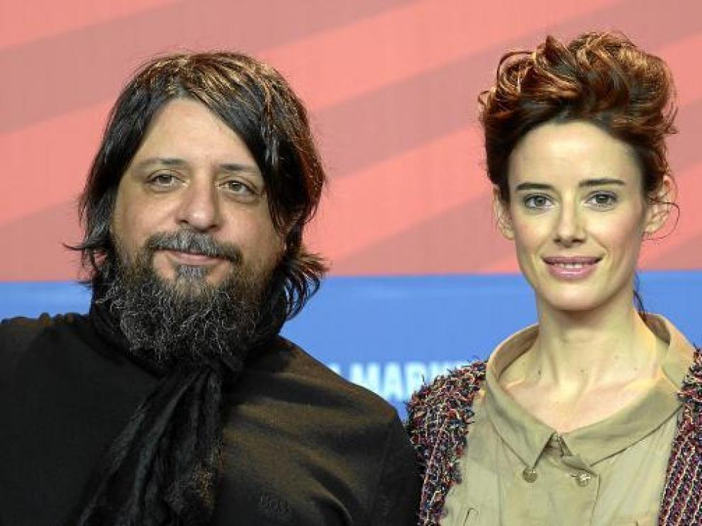El director argentino Gustavo Taretto y la actriz española Pilar López de Ayala, ayer, en Berlín.