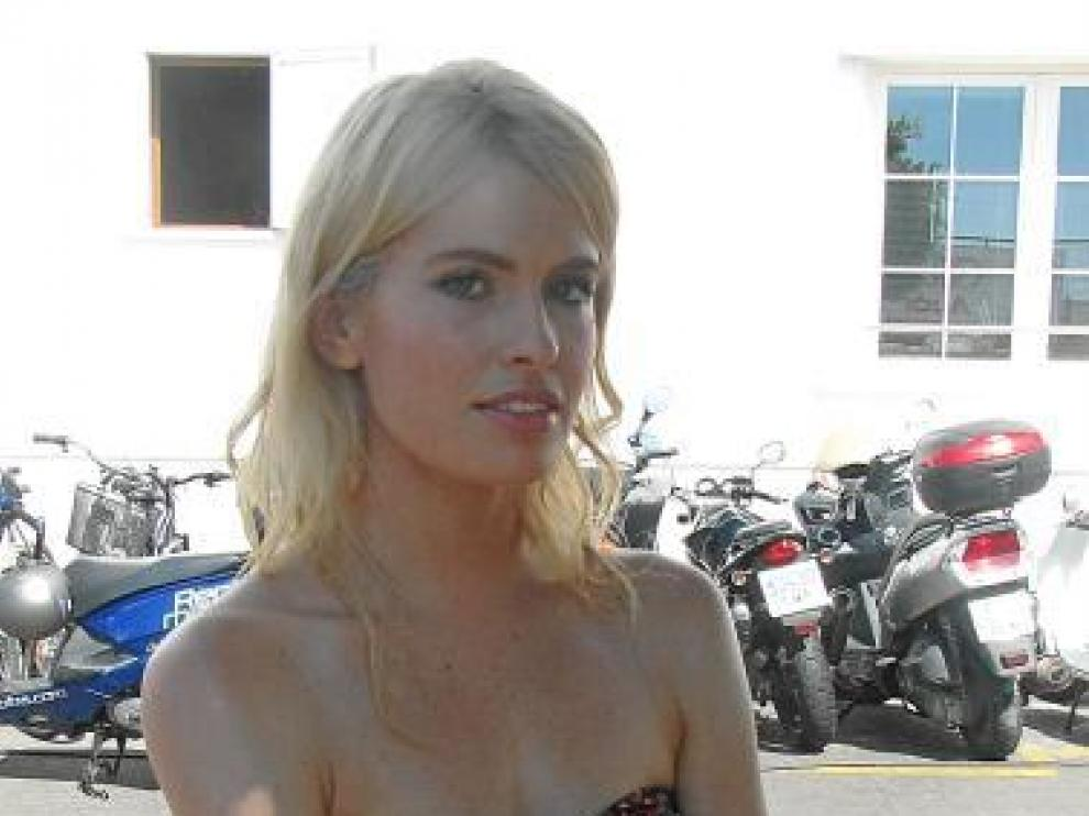 La zaragozana Adriana Abenia, como reportera de 'Sálvame'.