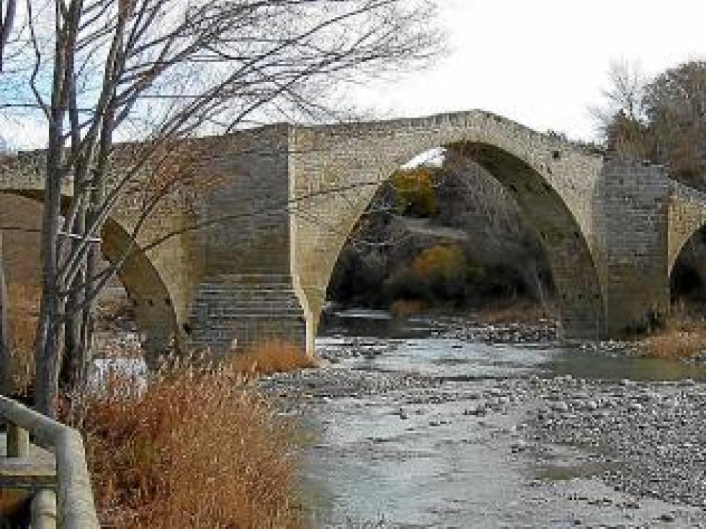 El puente fue una vía de comunicación vital hasta los 90.