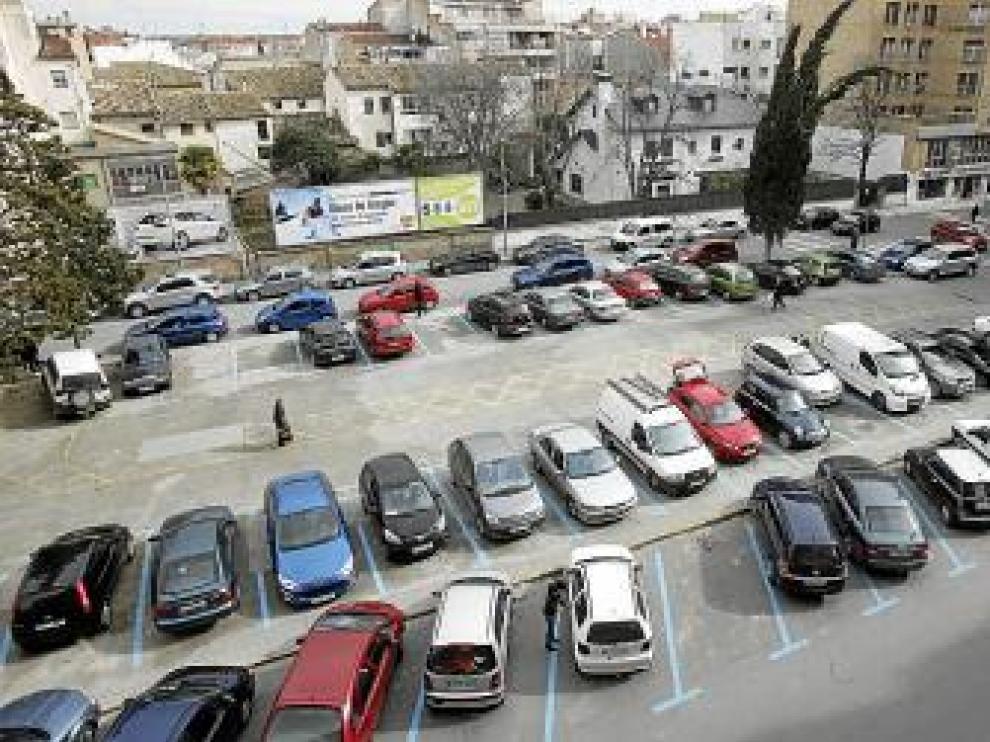 La plaza se destina ahora a aparcamientos de zona azul.
