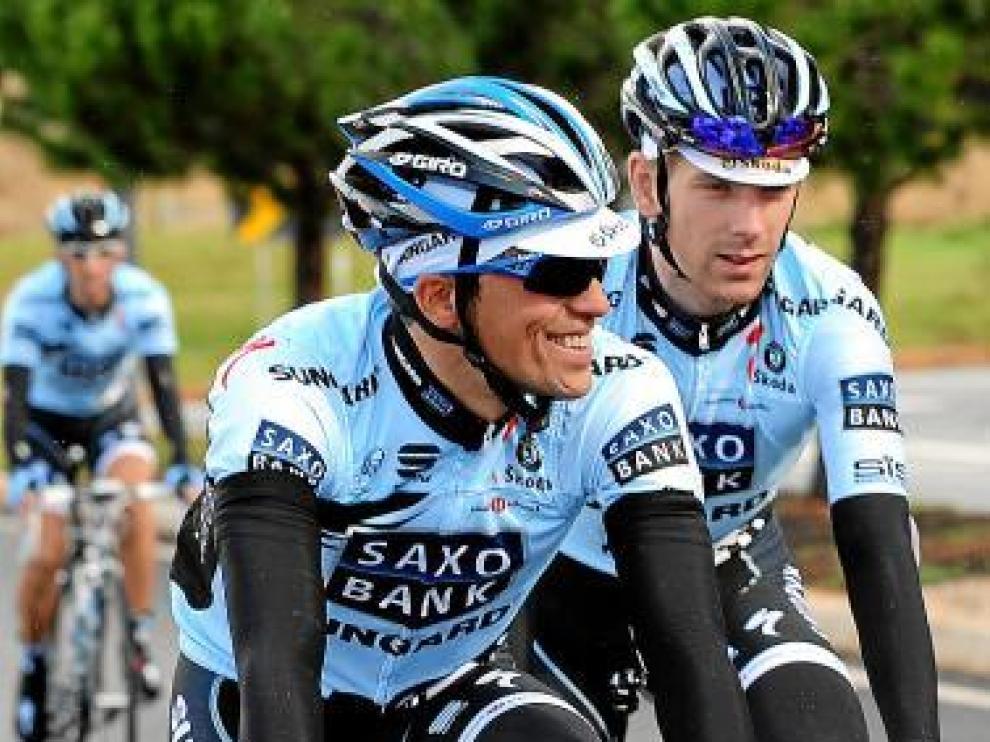 Contador con sus compañeros de equipo