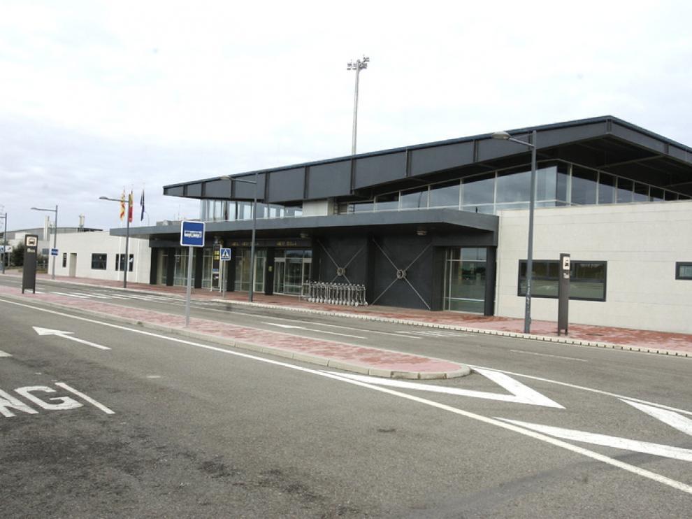 El aeropuerto Huesca-Pirineos estaba ayer totalmente vacío.