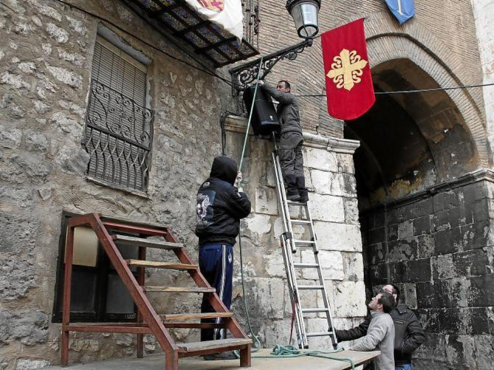 Técnicos de luz y sonido se afanaban ayer en los preparativos de la recreación medieval.