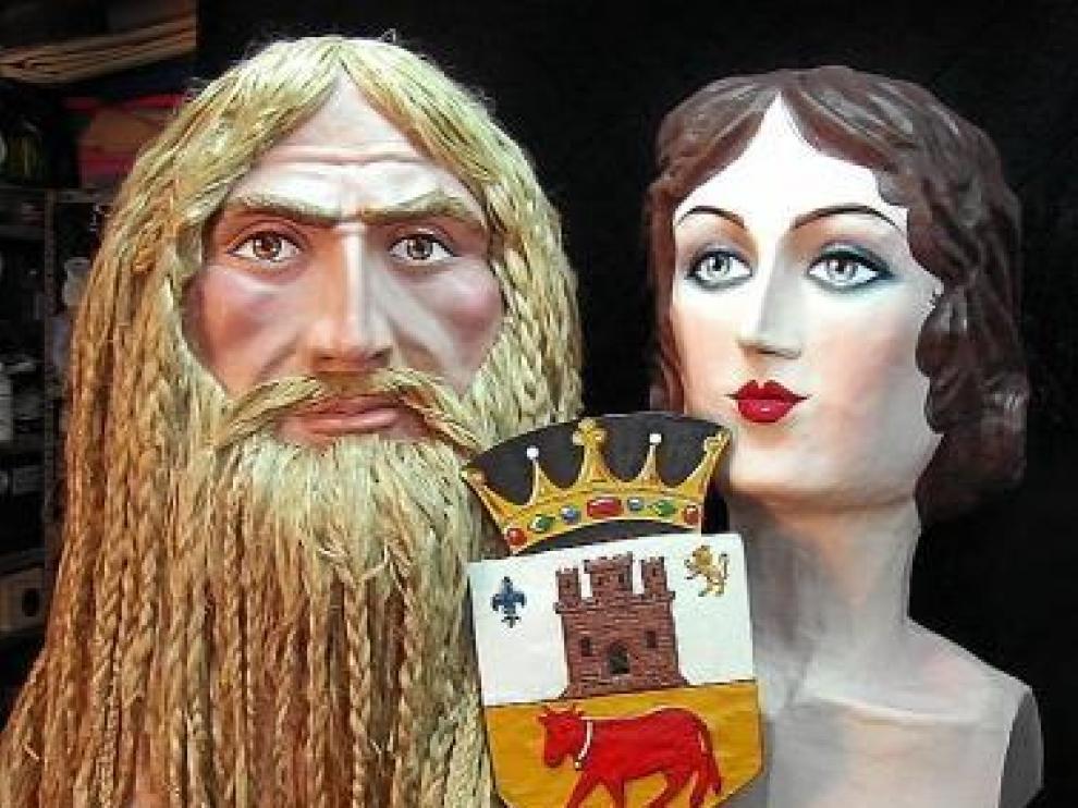 Los dos gigantes restaurados: el Nigromante y el Hada.