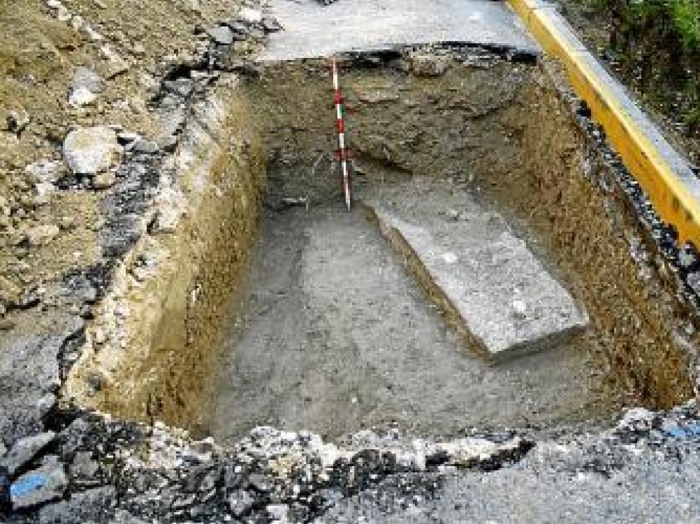 Vista de uno de los restos hallados en la plaza taustana.