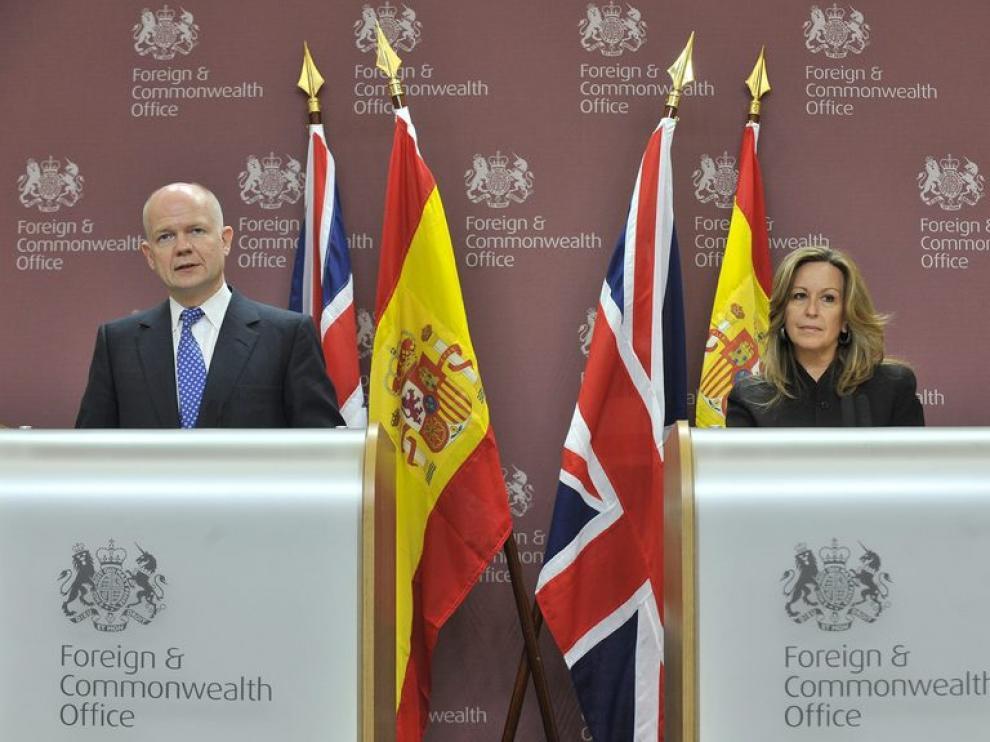 Reunión entre Trinidad Jiménez y su homólogo británico, Williams Hague