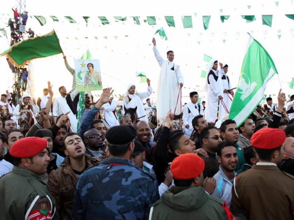 Seguidores animaban ayer al líder libio Muamar Gadafi