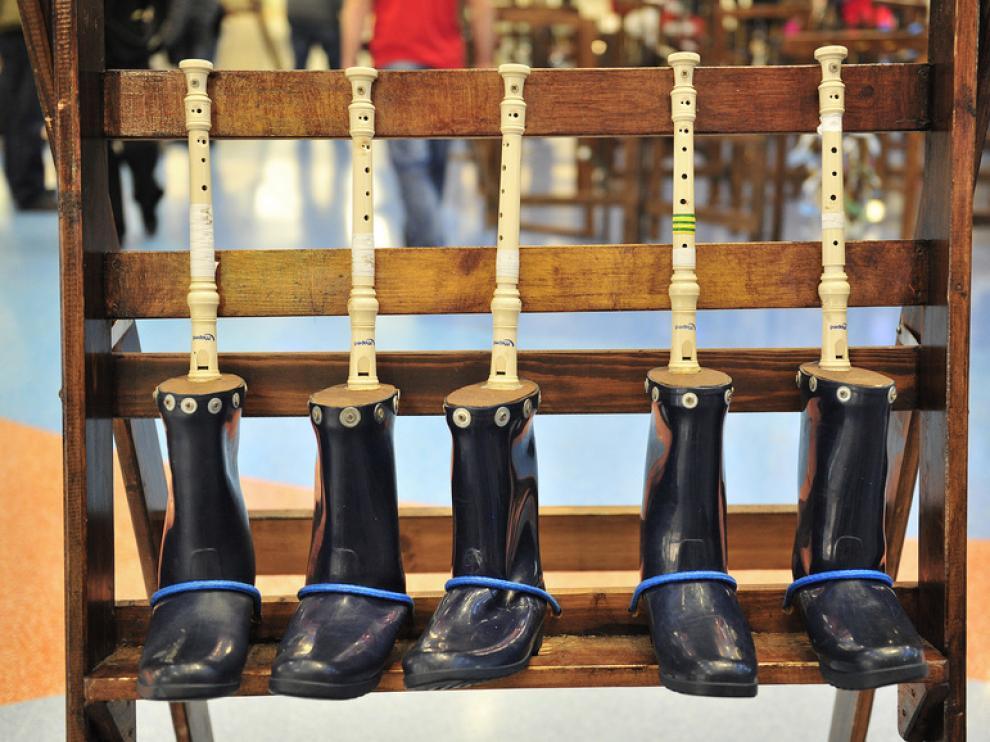 Unas botas de agua dan lugar a un original instrumento
