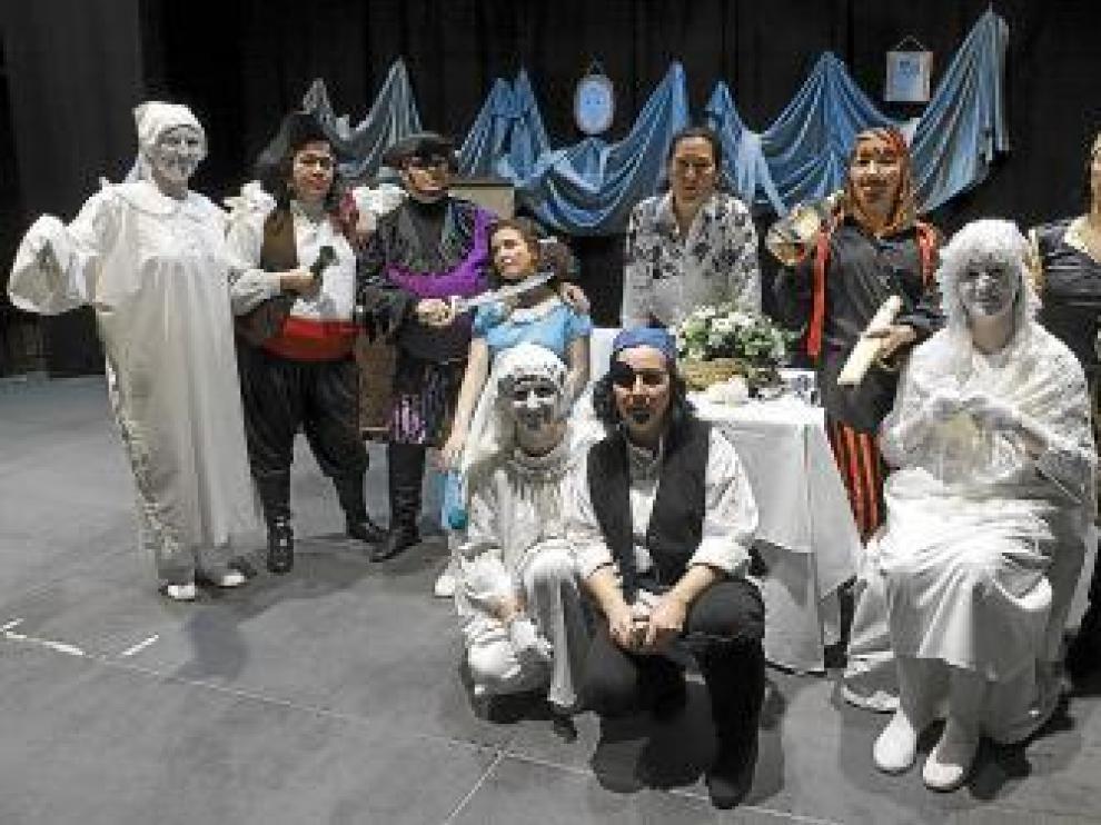 El grupo de teatro está formado por diez mamás.