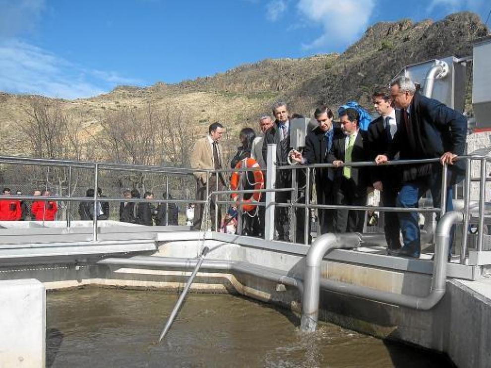 Inauguración de la depuradora de Saviñán, una de las 92 plantas que ya están en servicio.