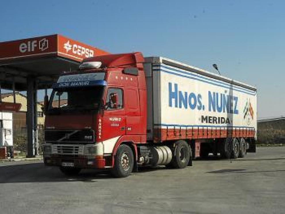 El camión en el que circulaba la pareja, después del suceso.