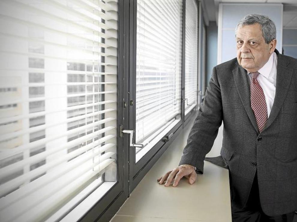 Roque Gistau (Bielsa, 1946) en su despacho en Madrid como presidente de AEAS, que es la patronal de las operadoras de agua.