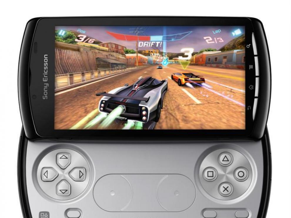 Sony Xperia Play. Este terminal une el concepto de consola portátil de la PSP al de teléfono inteligente con sistema operativo Android.
