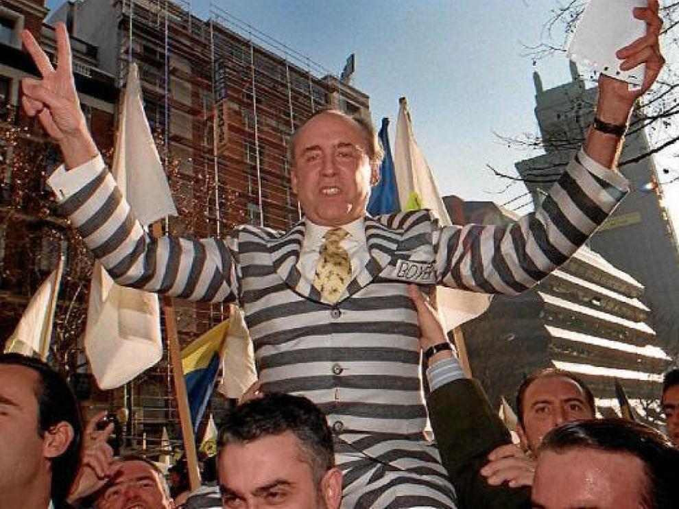 José María Ruiz-Mateos a su llegada a la Audiencia Nacional en 1997 para declarar por presunta estafa.