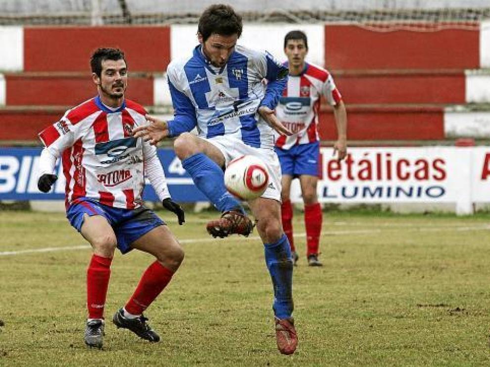 Lalo Arantegui intenta un control.
