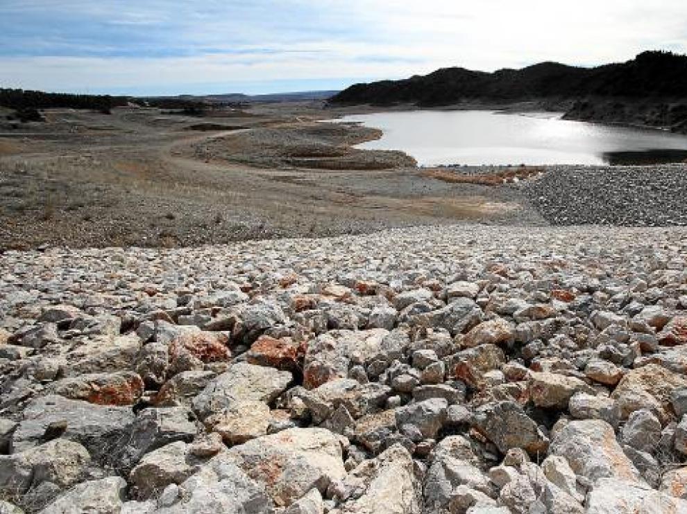 La presa de Lechago está prácticamente terminada y ya almacena una pequeña cantidad de agua.