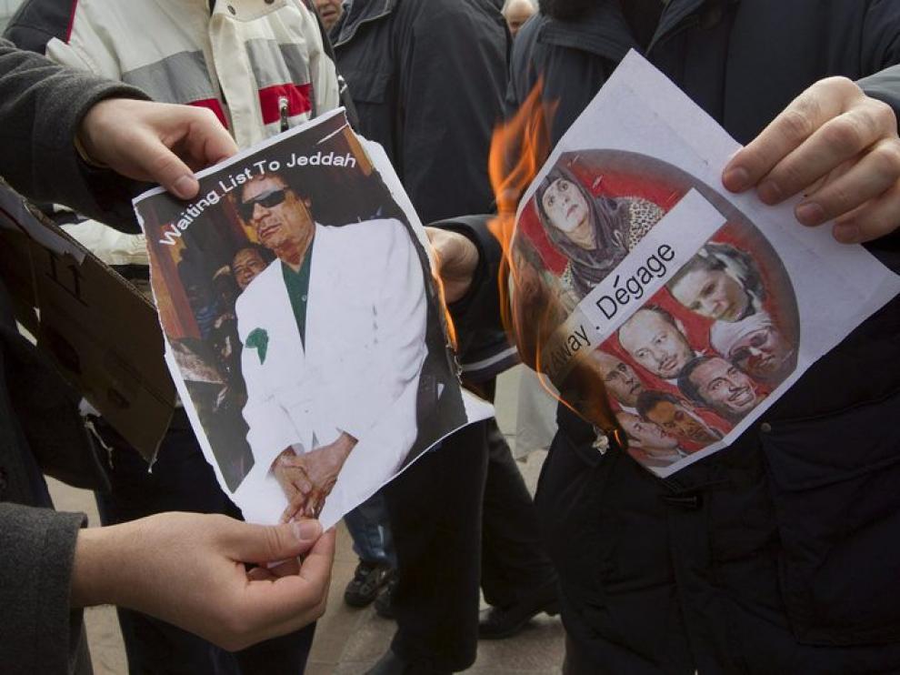Imagen de una manifestación contra Gadafi este sábado en Ginebra
