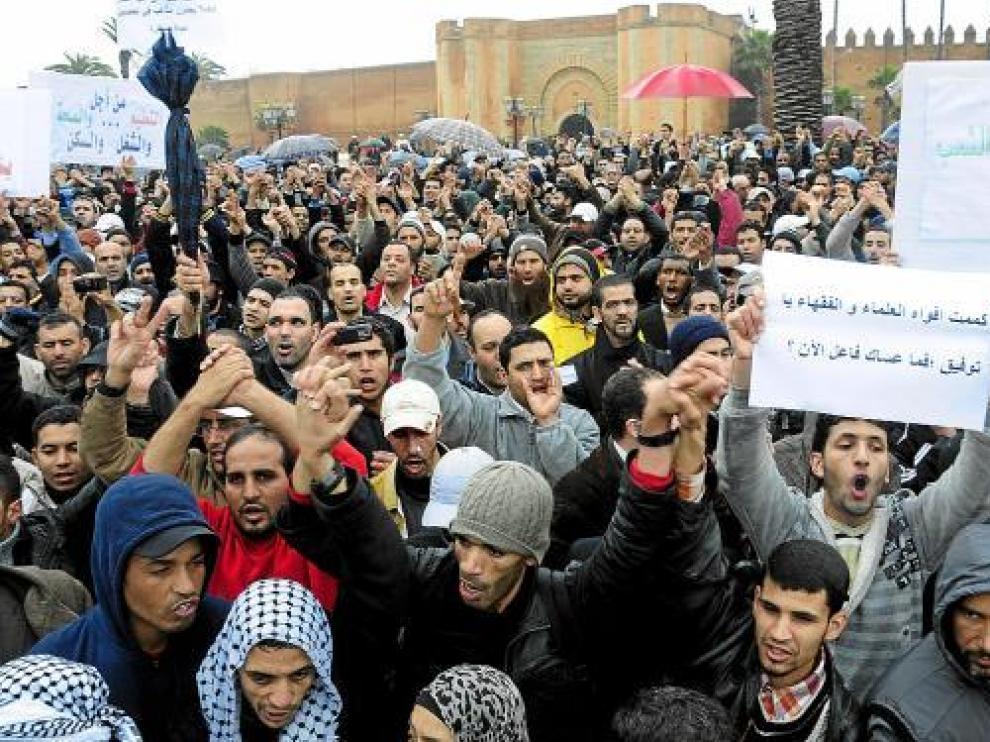 Miles de personas se manifiestan pacíficamente en Rabat, el pasado domingo.
