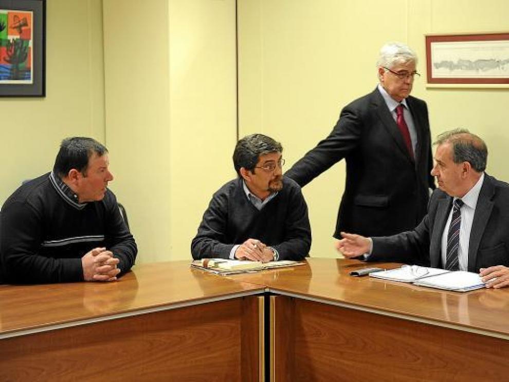Momento de la reunión entre los ganaderos de leche y representantes de la consejería de Agricultura.