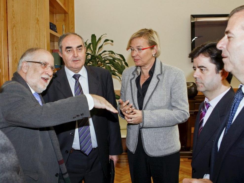 Eva Almunia durante la reunión sobre el Aeropuerto de Huesca