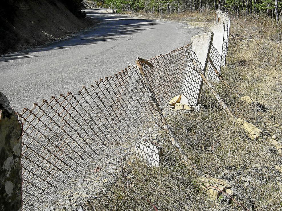 Una valla antigua separa las zonas