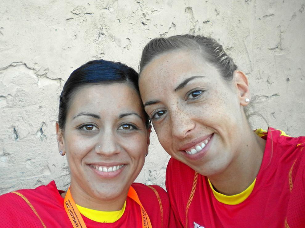 Macías (izquierda) y Périz, con la camiseta de España, durante los Juegos Iberoamericanos de 2010