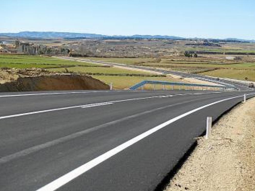 Imagen de la remodelada carretera, con Poleñino al fondo.