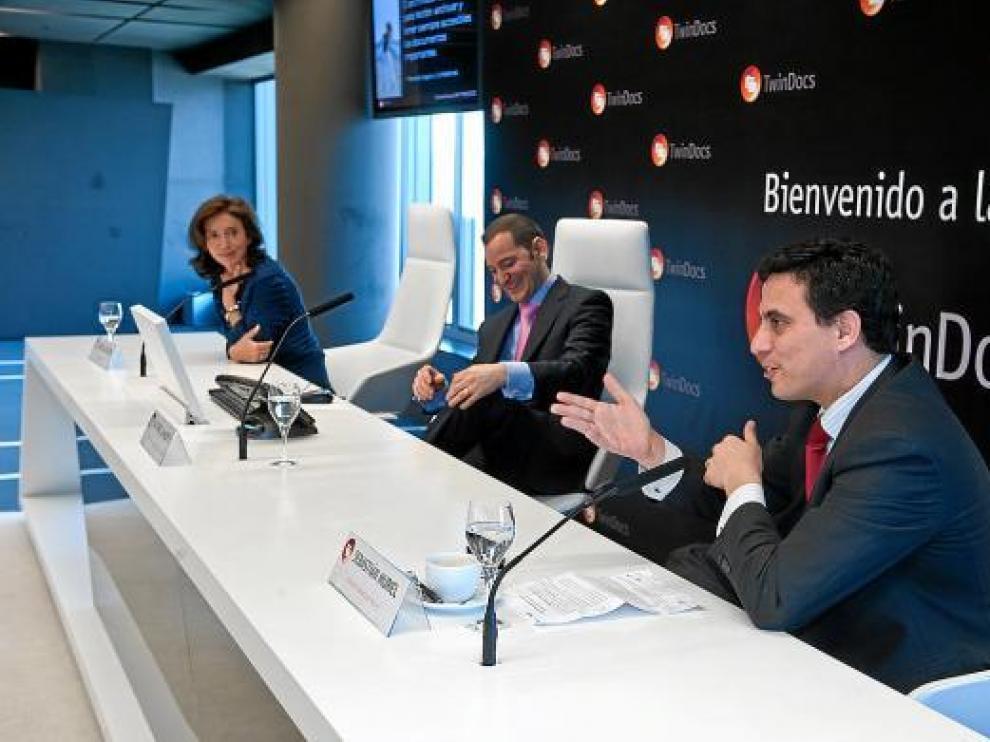 En la imagen, Isabel Aguilera, Alfonso Lahuerta y Santiago Muriel, ayer en la presentación en Madrid.
