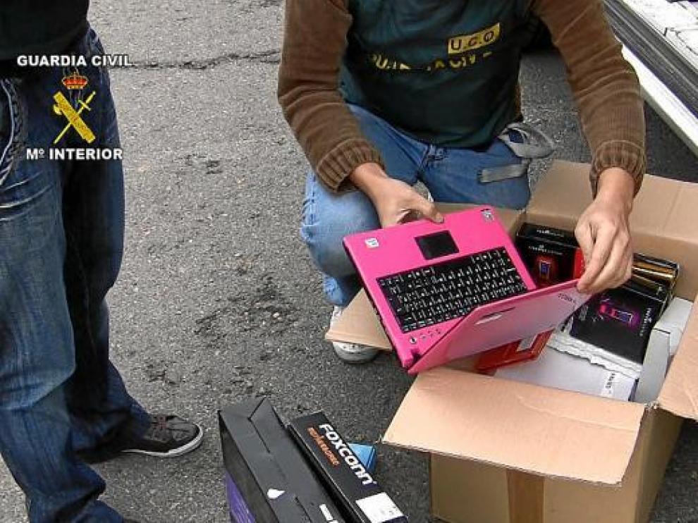 La Guardia Civil logró recuperar abundante material informático en la vivienda de Épila.