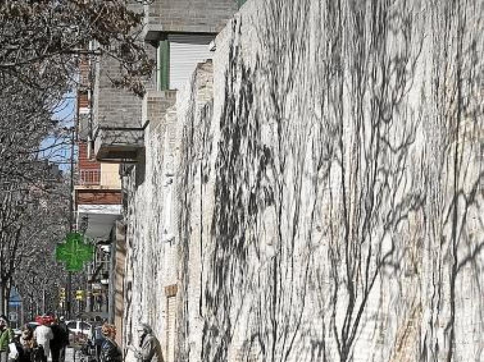 El paño medieval de la calle de Asalto ha sido rehabilitado.