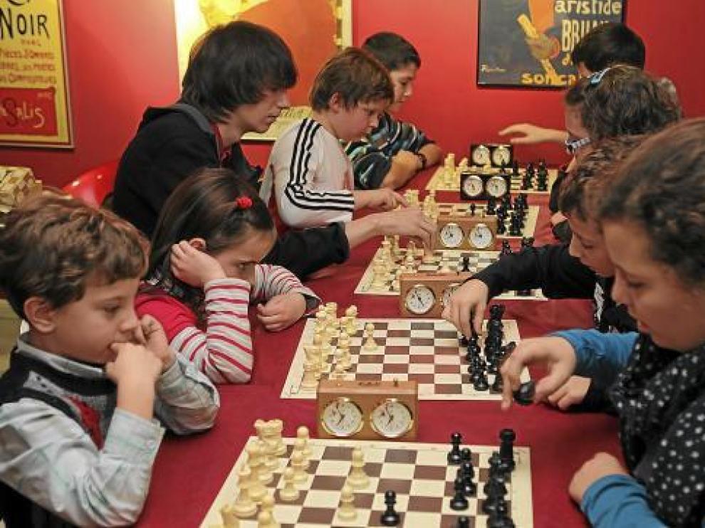 Los jugadores en edad escolar tienen una cita este domingo en Binéfar.
