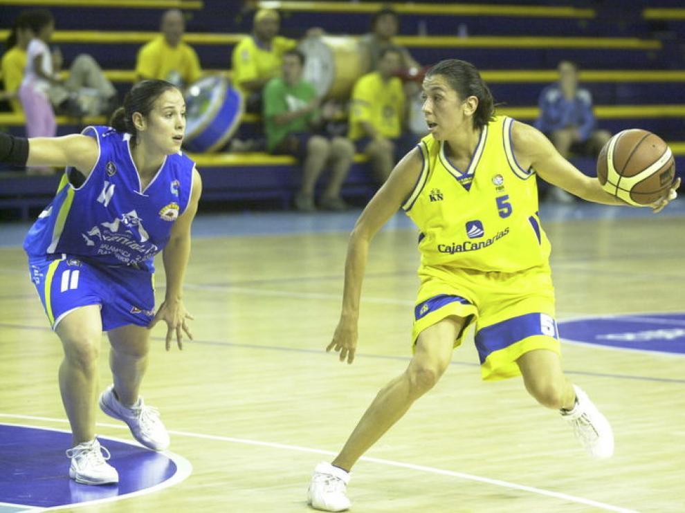 Pilar Valero durante un partido con el Cajacanarias.