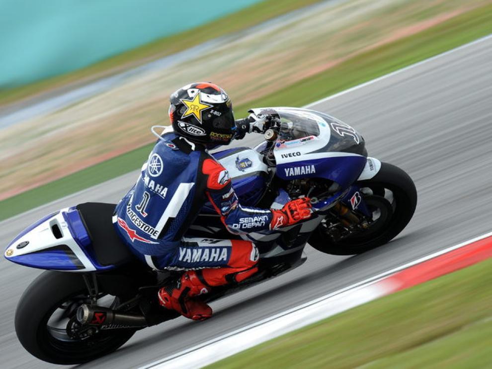 Jorge Lorenzo, con su nueva Yamaha, durante un entrenamiento.