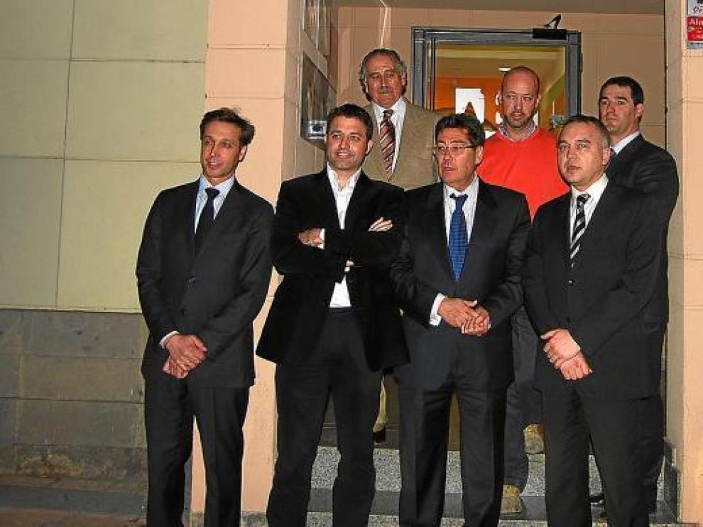 Aliaga, con los representantes de los empresarios del Somontano, ayer en Barbastro.