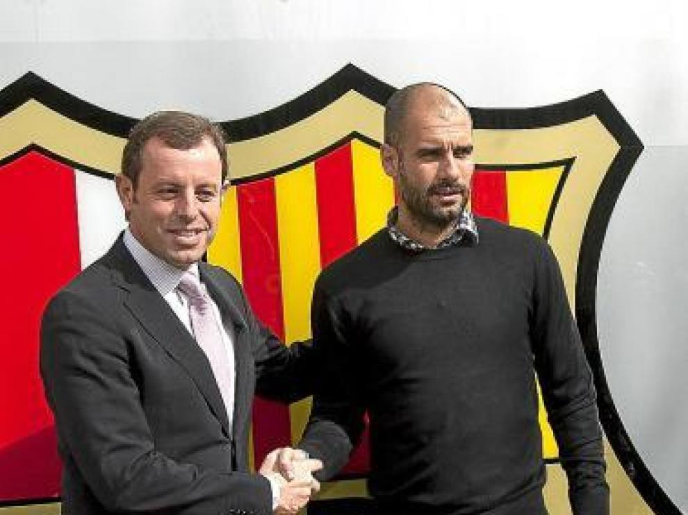 Sandro Rosell y Josep Guardiola, ayer tras la firma del contrato.