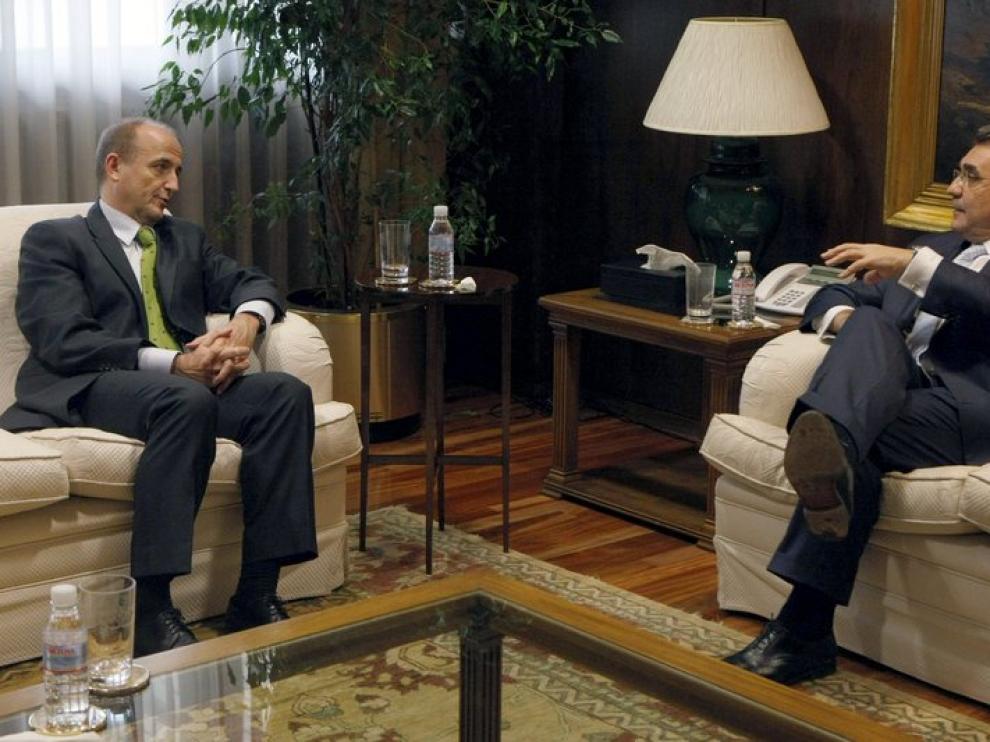 Miguel Sebastian y el presidente de Faconauto, durante la reunión