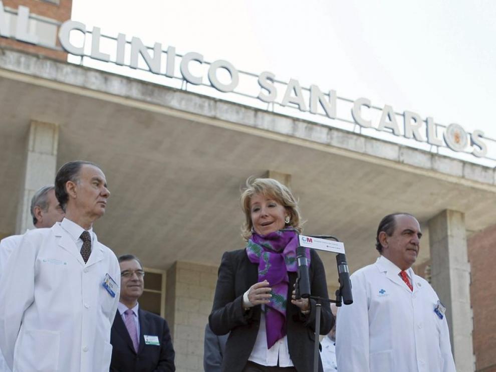 Esperanza Aguirre recibe el alta tras su operación y abandona el hospital