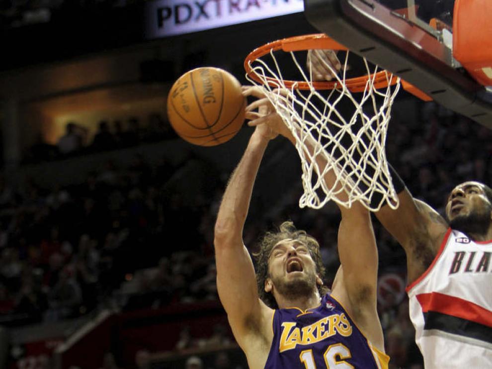 Pau Gasol, jugador de los Lakers en el partido ante los Blazers.