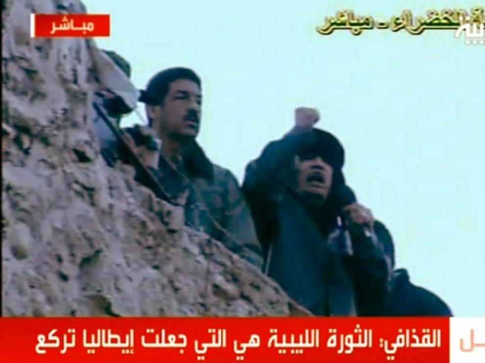 Gadafi durante su discurso en la Plaza Verde de Trípoli