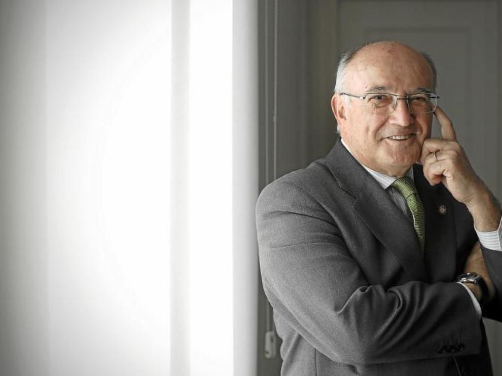 Carlos Carnicer (Zaragoza, 1948) ha sido reelegido presidente del Consejo General de la Abogacía Española.
