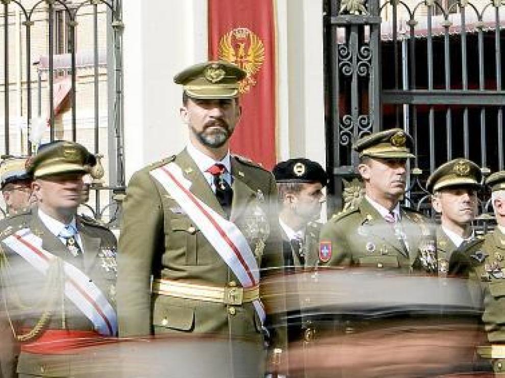 El Príncipe presidió el acto celebrado en el patio de armas.