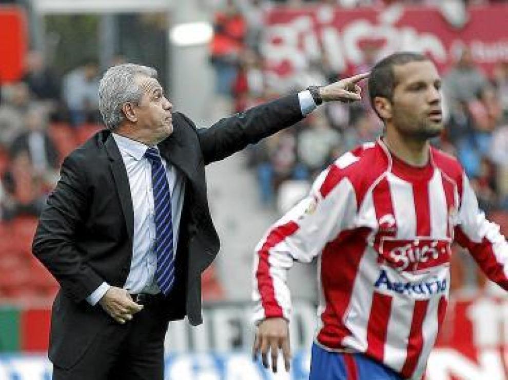 Aguirre da indicaciones a sus hombres.