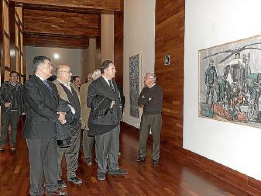 Reocorrido por la exposición, el día de la inauguración.