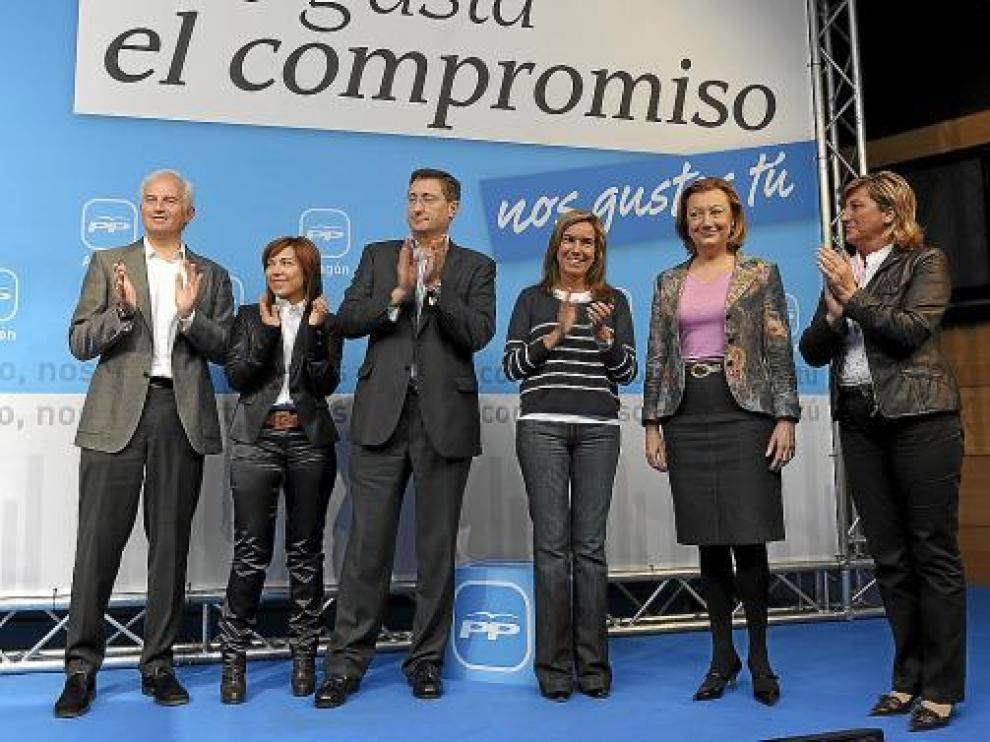 De izquierda a derecha, Eloy Suárez, Ana Alós, Manuel Blasco, Ana Mato, Luisa Fernanda Rudi y Pobo.