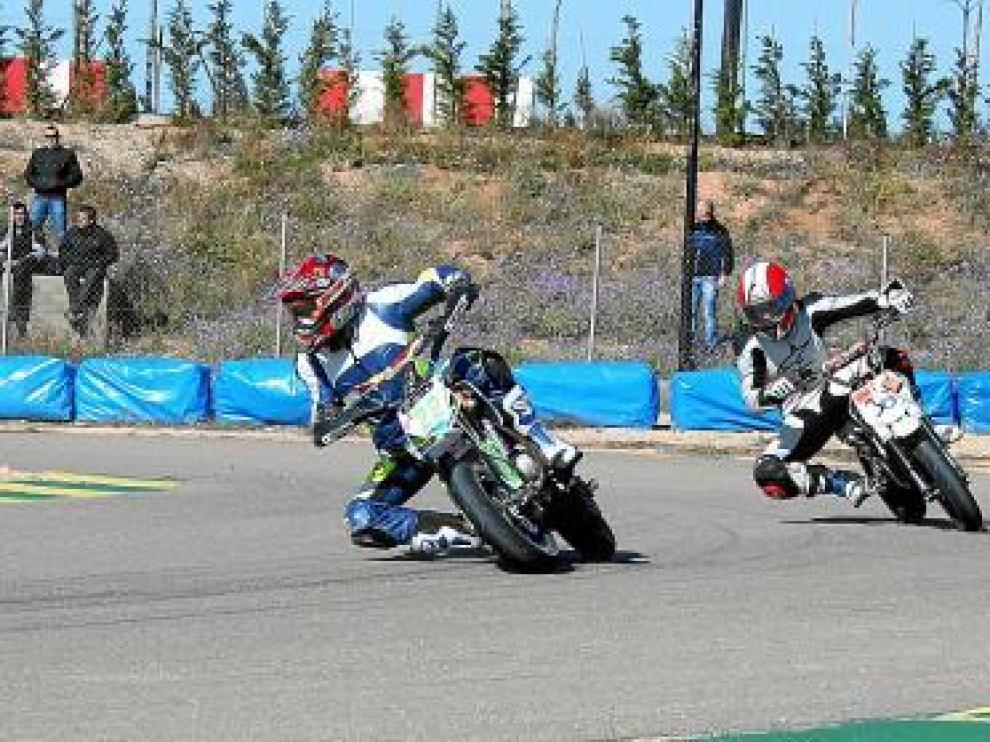 Los pilotos de Supermotard se estrenaron ayer en Alcañiz.