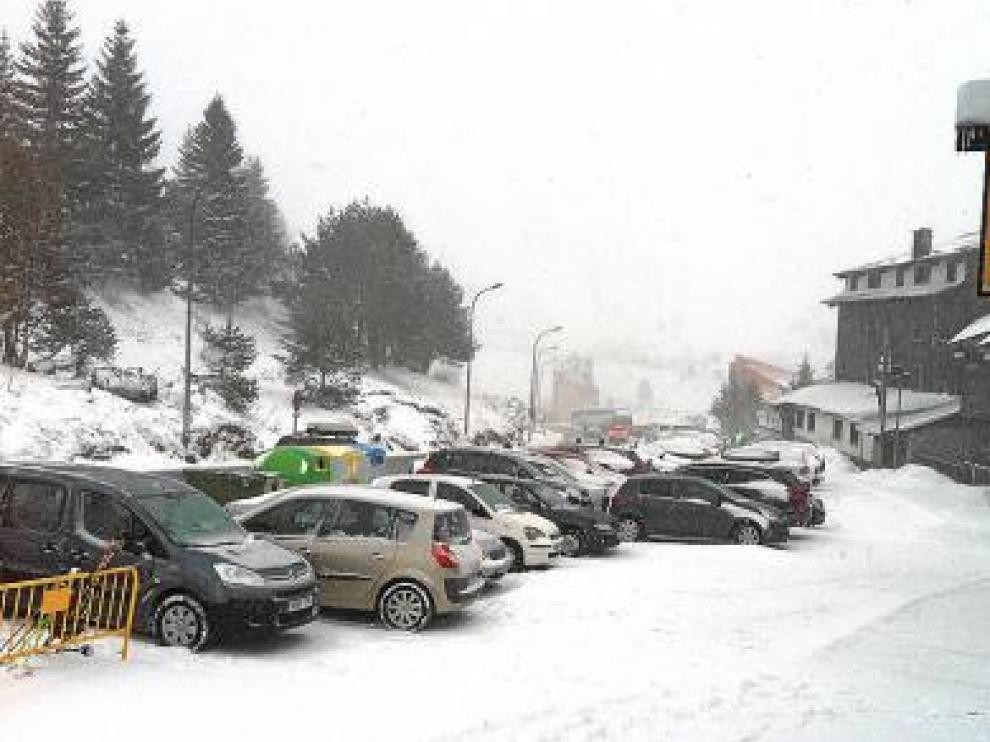 Candanchú despertó con temperaturas bajo cero y más nieve.