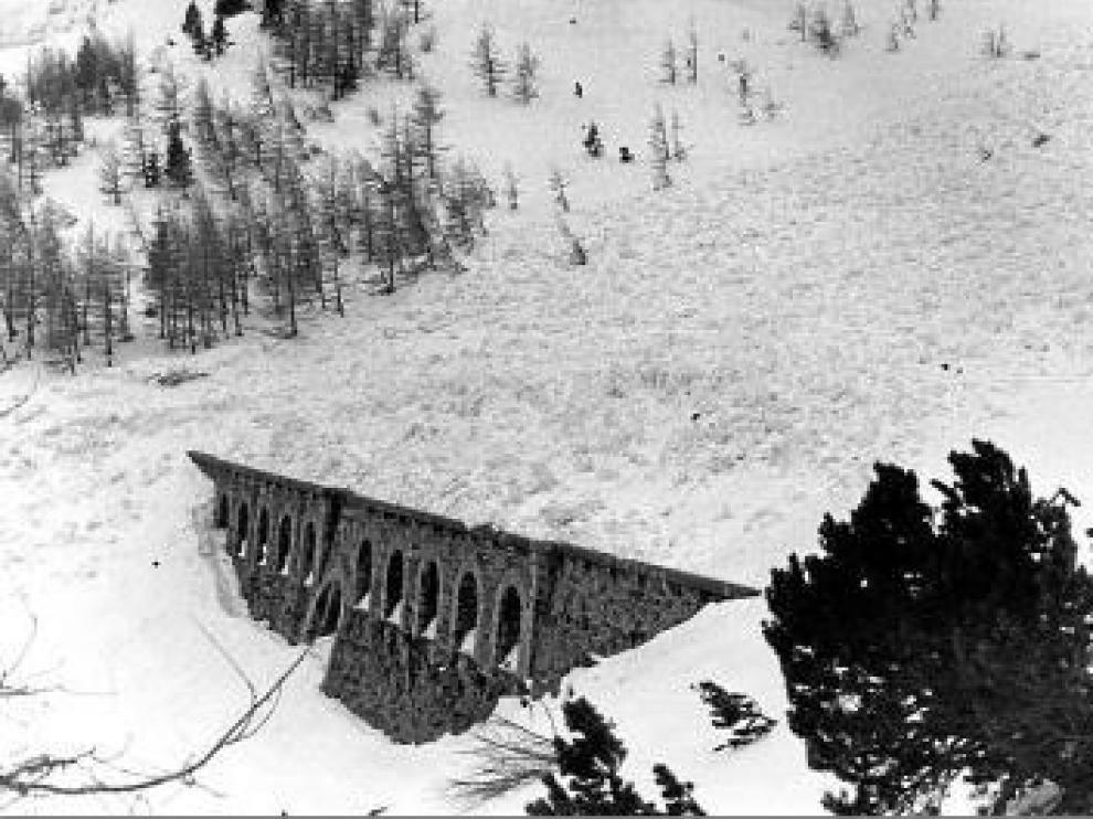 Imagen histórica del dique de Estiviellas.